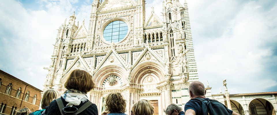 Sensational Siena Authentic and welcoming, it will win you over with its traditions and its breathtaking views